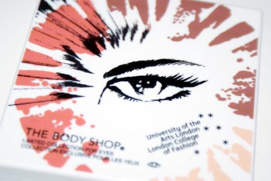 tbsbrushwithfashionpalette1 - Review: The Body Shop eye palette Boho Beauty