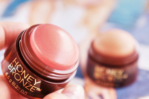 the body shop honey bronze highlighting dome review swatches 3 - The Body Shop | Honey Bronze highlighting dome