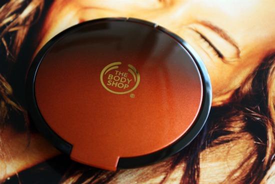 thebodyshophoneybronzer1 - The Body Shop Honey Bronze Bronzing Powder 01 - foto's, swatches en review
