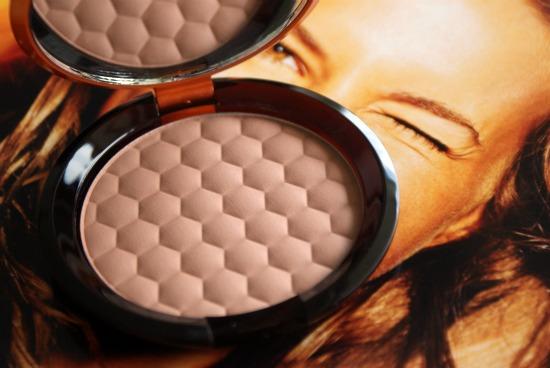 thebodyshophoneybronzer2 - The Body Shop Honey Bronze Bronzing Powder 01 - foto's, swatches en review