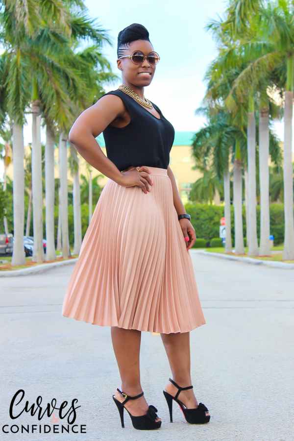 Curves and Confidence: H&M accordion pleated skirt
