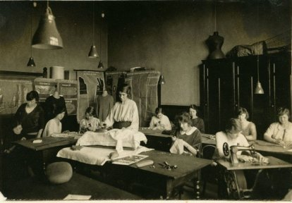 features-salford-sewing-class