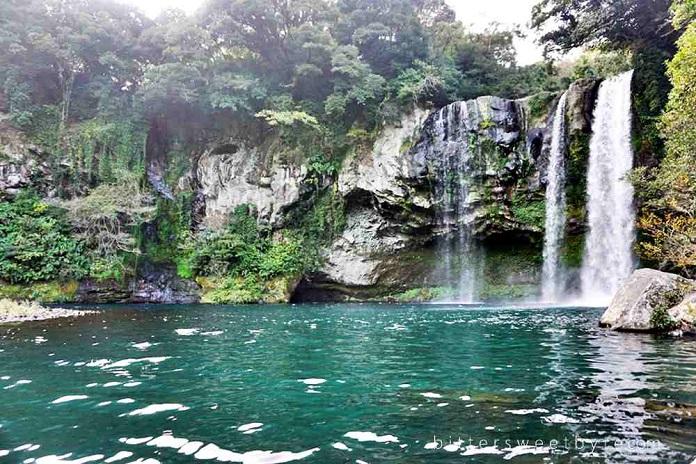 Hasil gambar untuk jeju waterfall