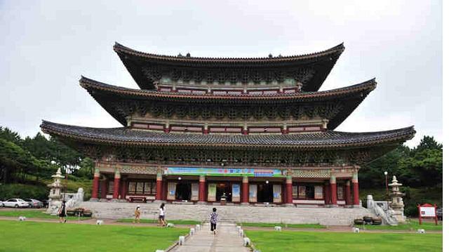 yakcheonsa temple, jeju-do, korea