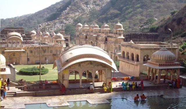 monkey temple, india, jaipur, galtaji