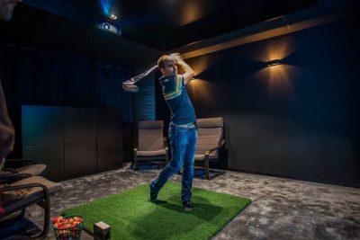 Salle cinéma privée simulateur golf A1