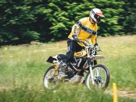 Larry Houghton nahm das Yard-Built-Motto »Back to the Dirt« wörtlich und schuf auf Basis einer XSR 700 ein Motorrad, auf das man einfach nur aufsteigen und durch den Dreck wühlen möchte