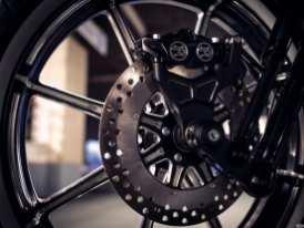 Wie bei Qualitätsumbauten üblich, »matchen« die Bremsscheiben das Design der Räder