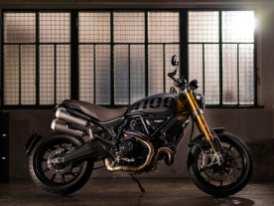 Die Ducati Scrambler 1100 Sport Pro mit flachem Lenker, Cafe-Racer-Spiegeln und Öhlins-Fahrwerk