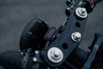 Jetzt gibt's also Bluetooth, schlüsselloses starten und etliche E-Gimmicks mehr für die olle Honda
