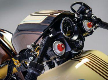 Die Instrumente lieferte Motogadget Classic und der Stummellenker komplettiert das Cockpit