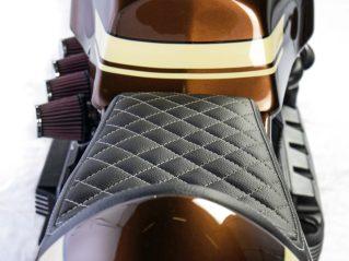 Sitz wurde sauber erarbeitet: Heckteil RFB mit CNC-gefrästem Alurahmen der nach unten abgrundet ist