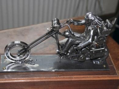 Beer fertigt nach Fotos und Skizzen metallene Choppermodelle, die in den Proportionen ziemlich genau den Vorlagen entsprechen