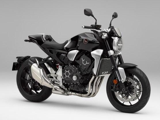 Die Basis: Honda CB1000R. Der 1000er Four bringt es auf 145 Horse und treibt das Bike locker auf 230 Sachen