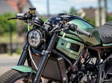 Die Upside-down-Gabel samt Gabelbrücken stammt von Yamahas Superbike R 1