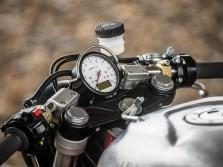 Das schlichte Motogadget-Instrument passt bestens zum spartanischen Look