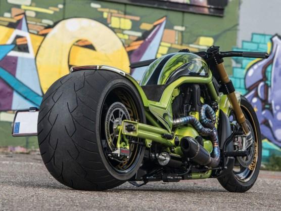 Dragstyler auf Rod-Basis sind einfach brutale Motorräder, der überdimensionierte Schlappen im Heck tut sein Übriges, großer Auftritt garantiert