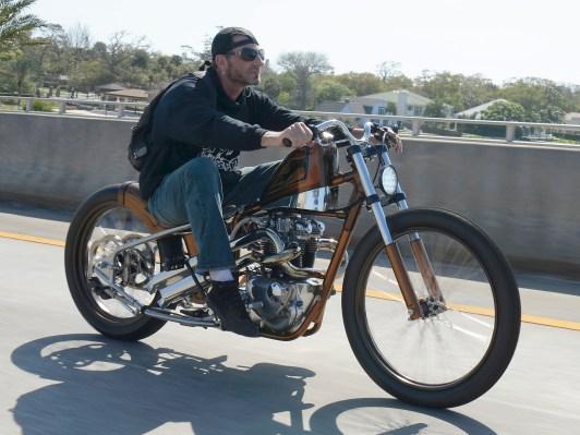 »Das Bike hatte jahrelang im Shop von Indian Larry gelegen, bevor es auf Umwegen zu mir kam. Und tatsächlich empfinde ich es als Ehre, dass ich es umbauen durfte«