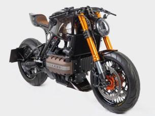 Kaum zu glauben was die BMW im originalen Zustand für ein Riesenbike mit Koffern und Verkleidung war