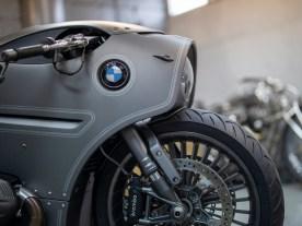 Die BMW verfügt über ein selbstkonstruiertes Luftfahrwerk mit eigener Steuerung