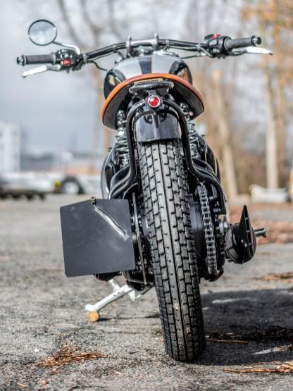 Insegsamt baut das Bike sehr schmal, der Heckfender samt Gepäckträger setzt einen schönen Akzent