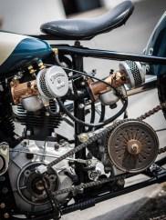 Ein Norton-Getriebe wird eher selten an ein Knucklehead-Aggregat geflanscht. Kupplungskorb und Ritzel sollten englisch bleiben, daher verbaute Dave ein kleineres Kettenrad, damit er die Achsübersetzung wieder in den Urzustand bringen konnte