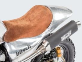 Griffiges Wildleder als Kontrast zum blanken Aluminium