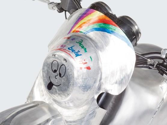 Ein Dress aus Aluminium verleiht der Kawa W 800 ein völlig neues Antlitz