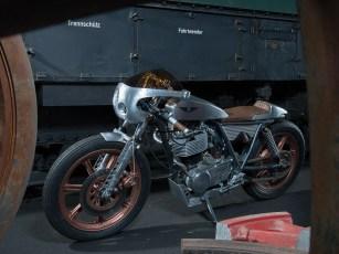 Antikkupferfarbene Räder und Bremssättel harmonieren perfekt mit dem Aluminiumsilber der übrigen Anbauteile