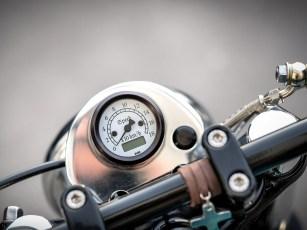 Wie so vieles am Bike hat Marco auch den Instrumentenhalter selbst gefertigt