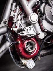 Ein chinesischer Turbolader bringt den ohnehin kräftigen Fireblade-Vierzylinder mächtig auf Trab