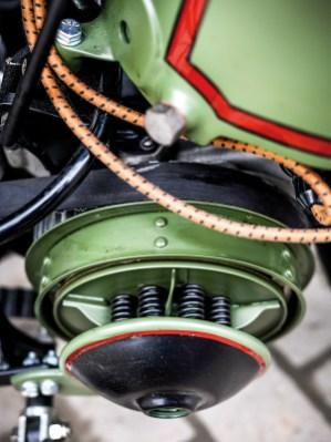 Offener Primärbelt und textilummantelte Kabel. Die Schöpfer legen Wert auf jedes Detail
