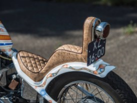 Polsterin Rachel Sara hatte die Idee, die Sitzbank mit laminiertem Kork zu beziehen, sie bekam freie Hand. Prima Nebeneffekt: Das Material lässt keine Feuchtigkeit durch