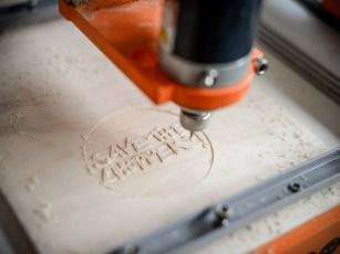 Die CNC-Fräse ist präziser, die Vorlage wird damit wesentlich genauer