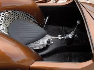 Schaltzentrale: Der Passagier kann sich nützlich machen und fröhlich im Viergang-Getriebe wühlen