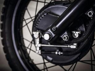 Die vordere Trommelbremse war ein großer Wunsch beim Umbau. Da Yamaha diese Version der SR 500 nur kurz anbot, sind Speichenräder samt Trommel rar und teuer geworden