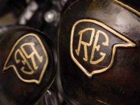 Das alte NSU-Logo bekam handgemalte Royal-Enfield-Innereien