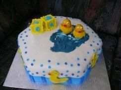 Ducky shower cake2