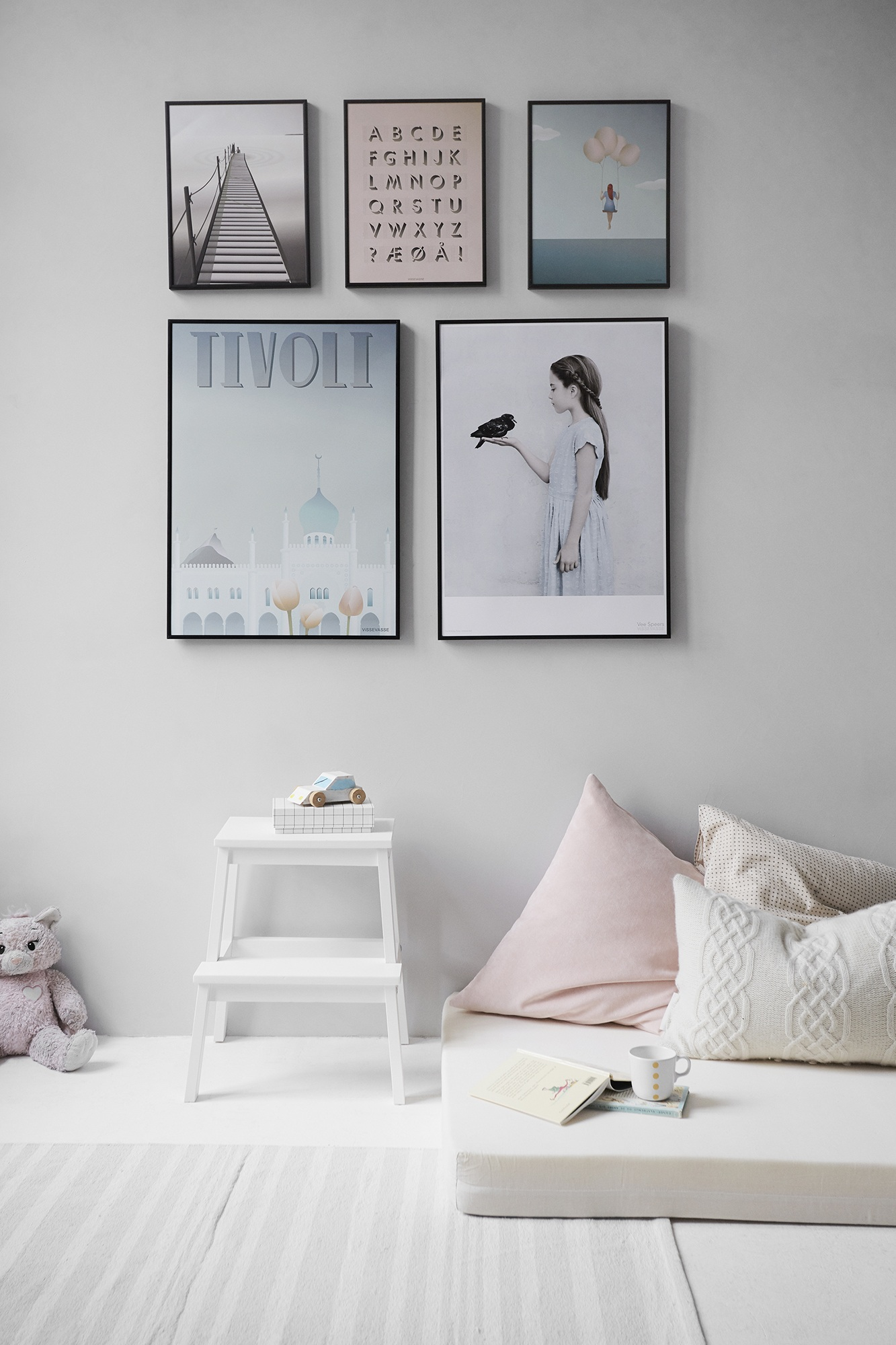 Bedroom Picture Gallery Wall  Best Ideas for the House