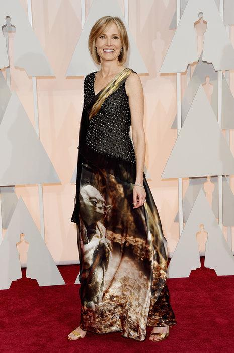 Willow Bay llevó un vestido de Rodarte con diseños de Star Wars. No me gusto NADA, NADA, NADA, pero un lindo guiño para los fans. Hubiera sido muy apropiado para la avant premier de la nueva película, pero para los Oscars, NO!