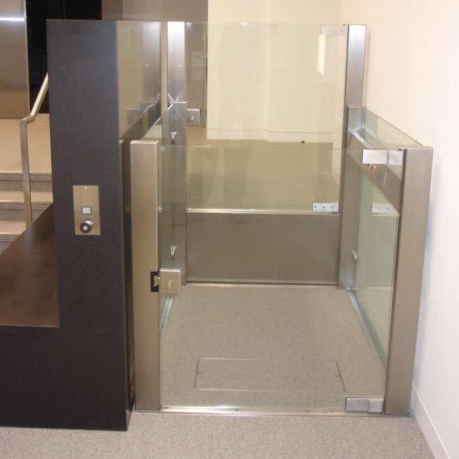 VPL500-Savoy-Hill-House,-lift-at-lower-leve-1l