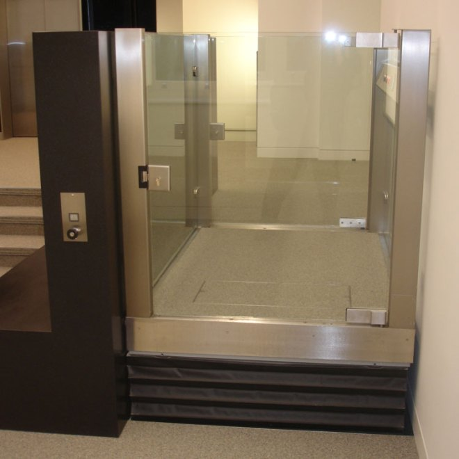 VPL500-Savoy-Hill-House,-lift-at-top-level-1
