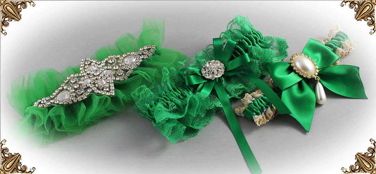 https://customweddinggarter.com/product-category/emerald-green-wedding-garters-684