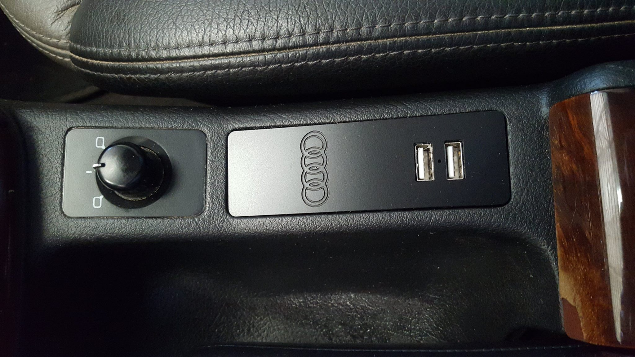 98-04 A6 & 99-05 Allroad USB Power Panel version2 – Cup