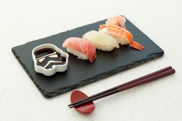 wa06 min - STAR WARS™の醤油皿 〜 醤油を注ぐとキャラクターが浮き出る不思議なお皿?!