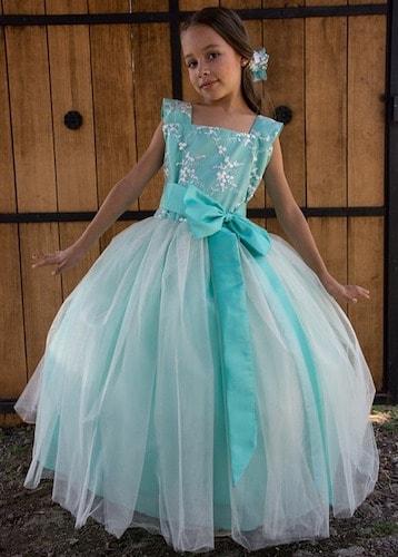 dress03 min - 子供のピアノ発表会 どんな衣装(ドレス)を選ぶ?〜 注意点など。