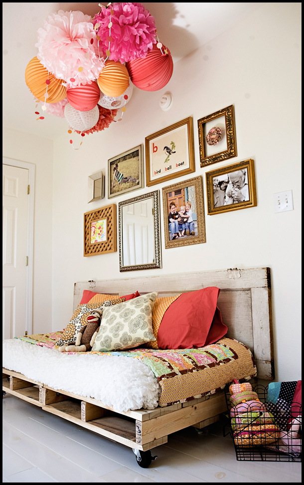 DIY Pallet Reading Bed for the Nursery