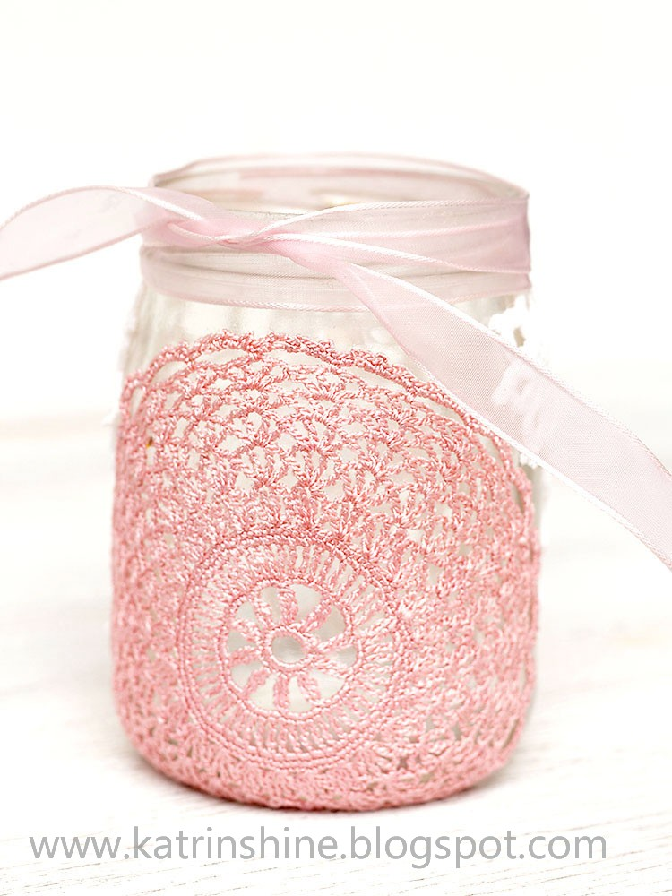 Candle holder from glass jar and doilies