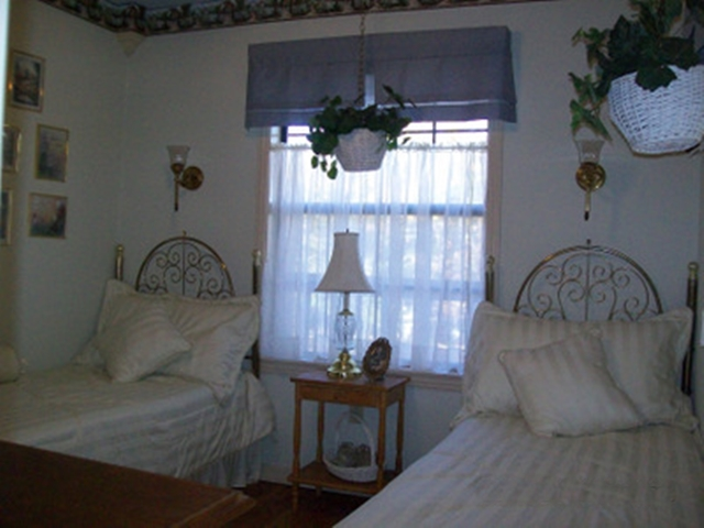 The perfect spot to relax in perfect quiet... the Cottage Garden Bedroom In Vacation Cabin on Beaver Lake