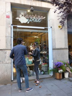 Saturday in Barcelona: flower market at Carolina Blue